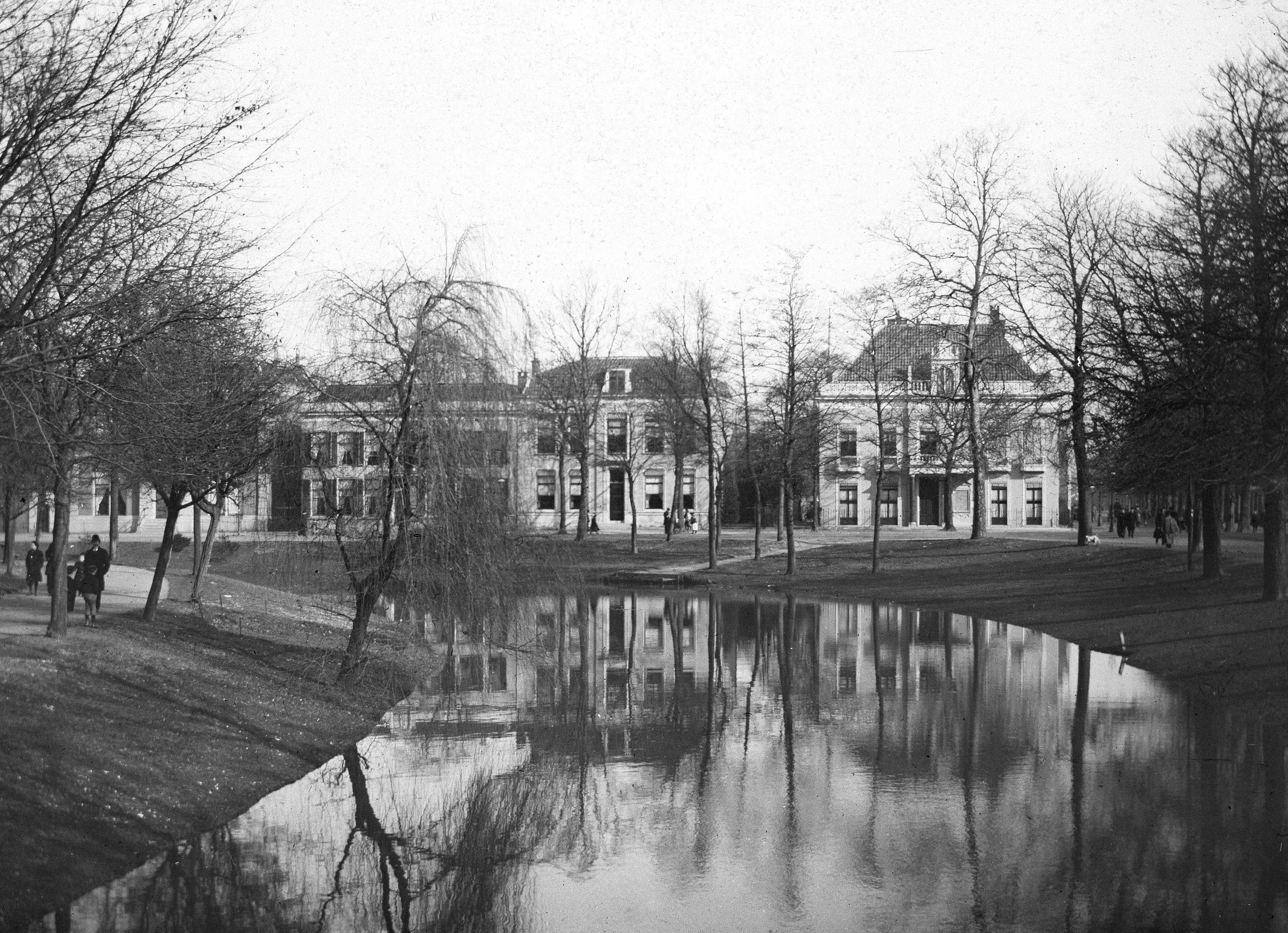 Rustenburch, Rozenhof en Maliehuis in 1900